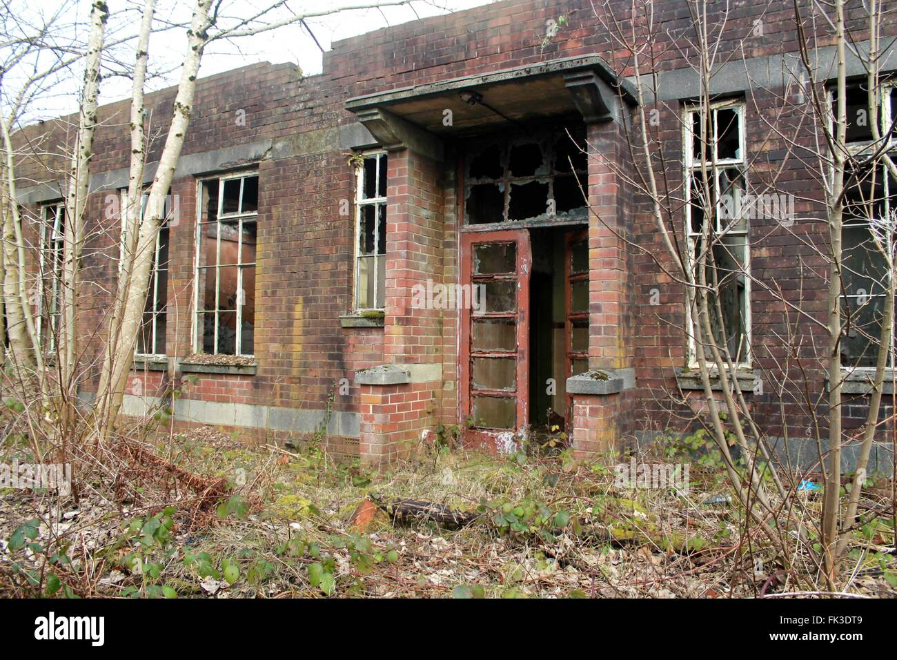 A creepy, abandoned building, warehouse, in the countryside, England - Stock Image