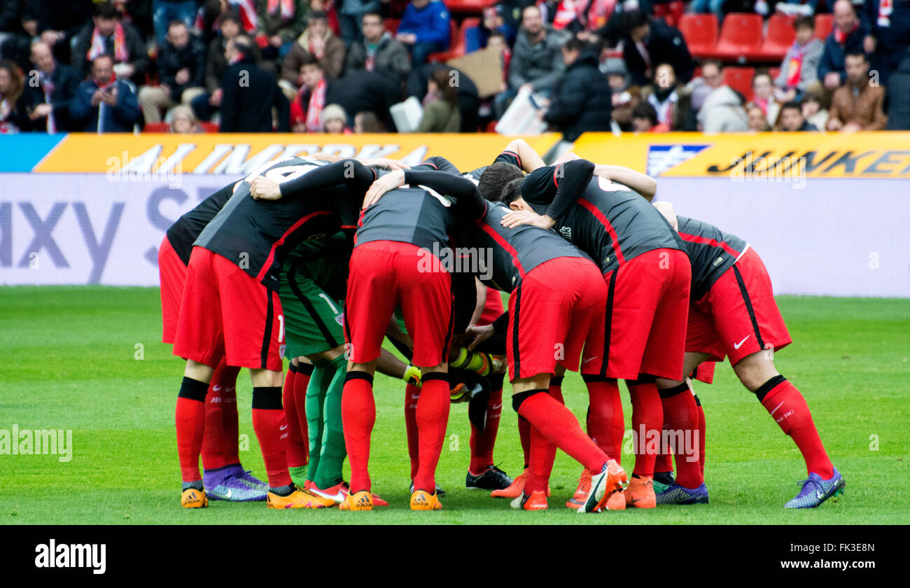 Gijon, Spain. 6th March, 2016. Players of Athletic Club during the football match of Spanish 'La Liga' between Real Stock Photo