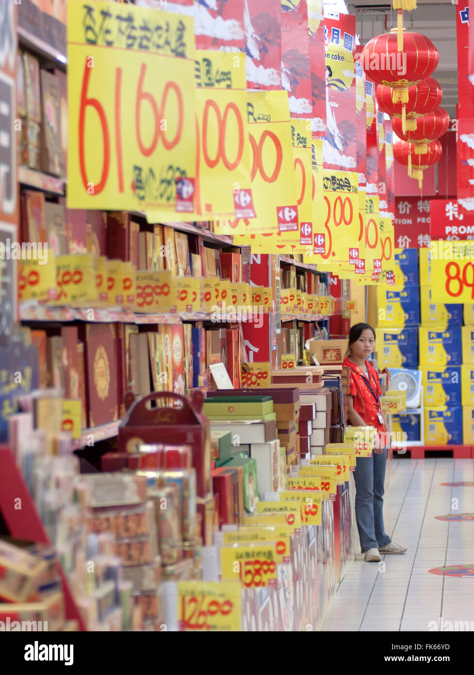 Supermarket worker selling promotions, consumerism in the new China, Shanghai, China, Asia - Stock Image
