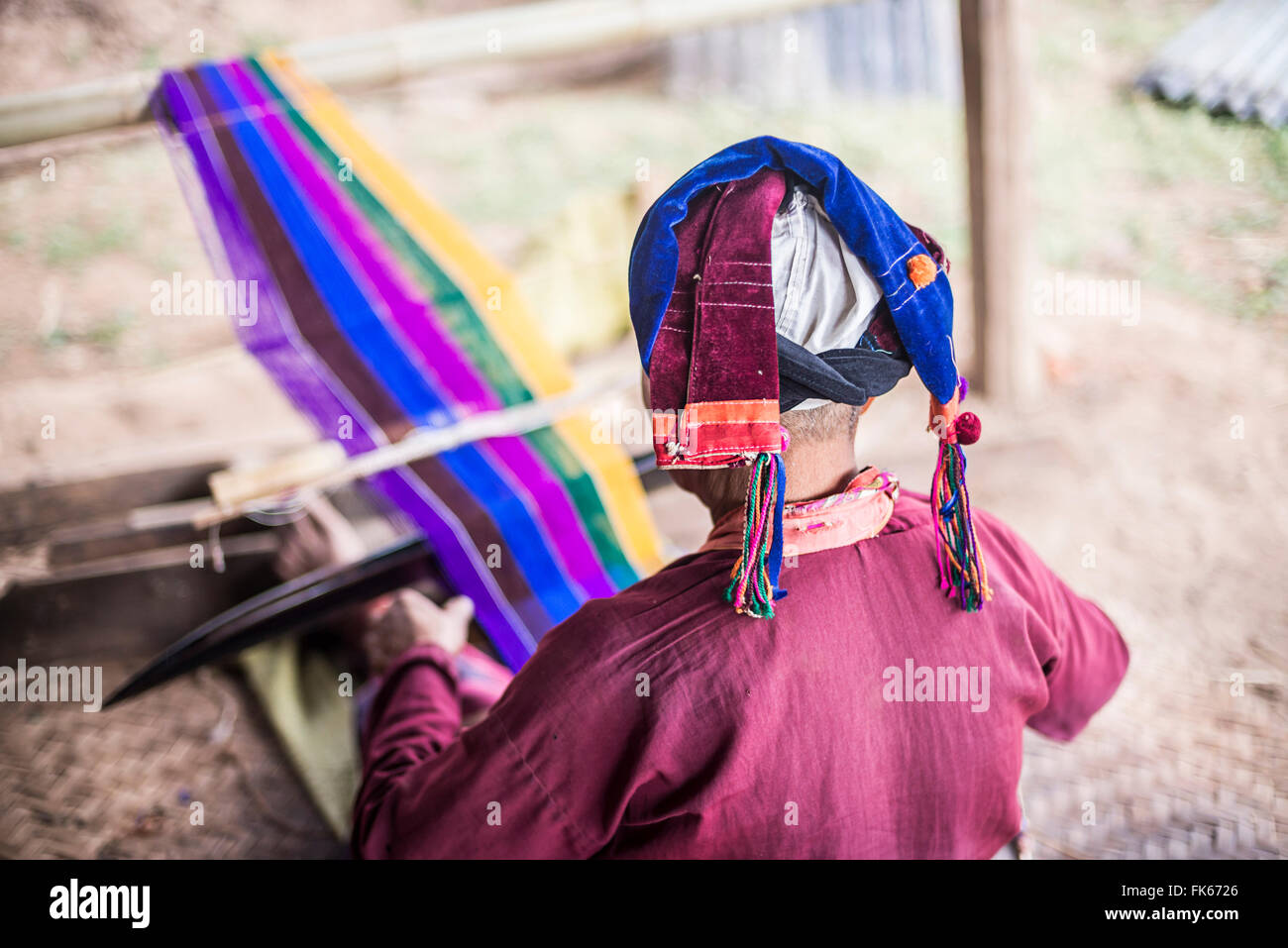 Palaung woman weaving, part of the Palau Hill Tribe near Hsipaw Township, Shan State, Myanmar (Burma), Asia - Stock Image