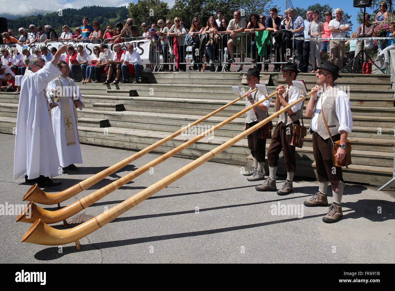 Saint-Gervais traditional mountain guides festival, alphorn players, Saint-Gervais-les-Bains, Haute Savoie, France, - Stock Image