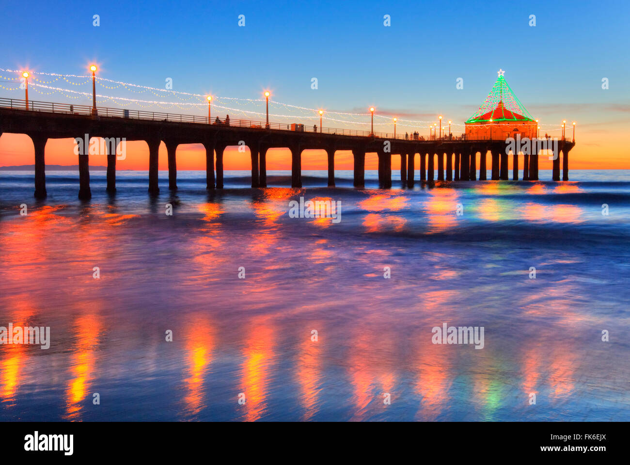 Manhattan Beach Pier at sunset, Roundhouse Marine Studies Lab and Aquarium, California, United States - Stock Image