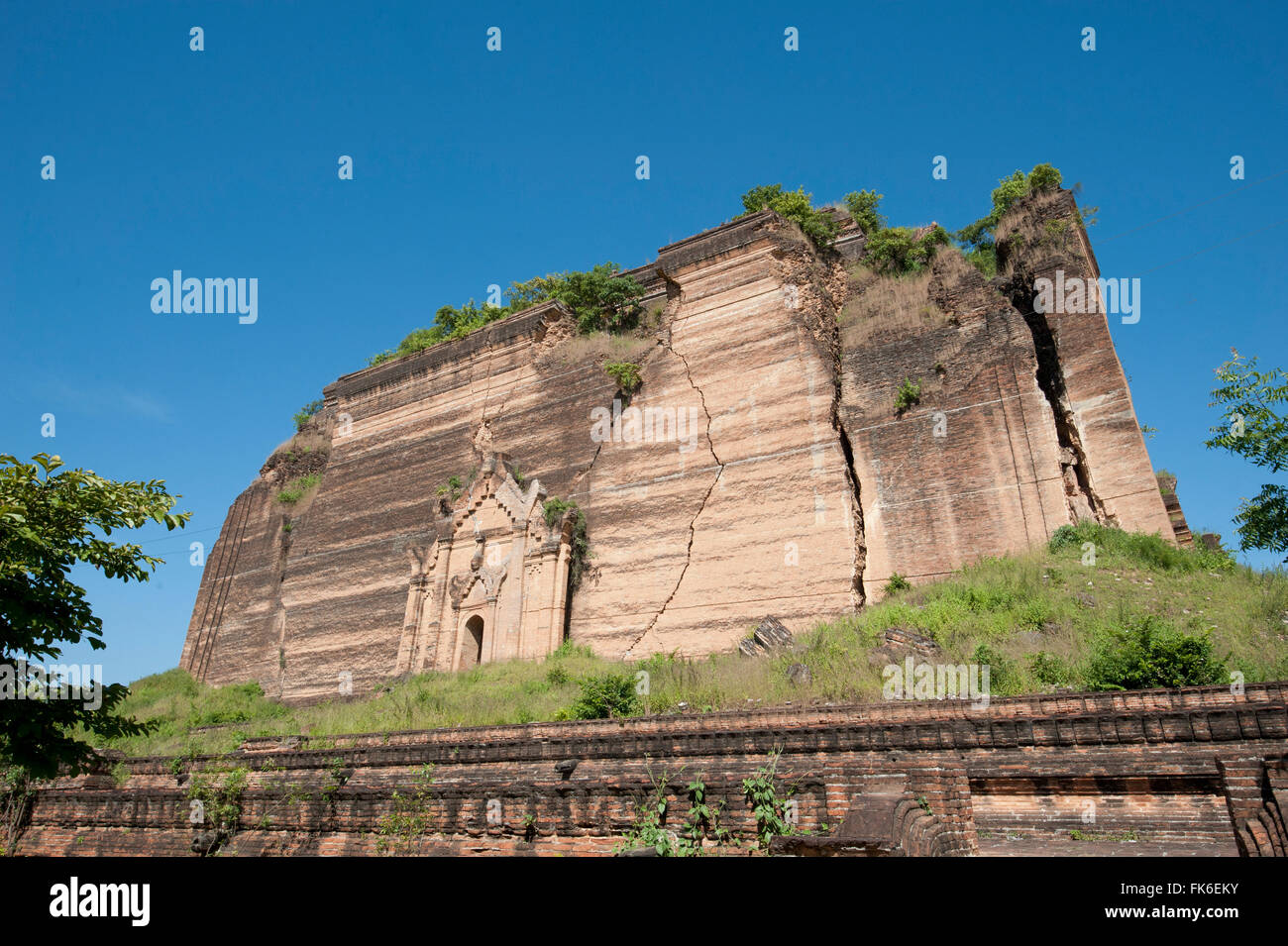 Mingun Pahtodawgyi, an incomplete 50 metre high brick construction stupa begun in 1790, damaged in 1839 earthquake, - Stock Image