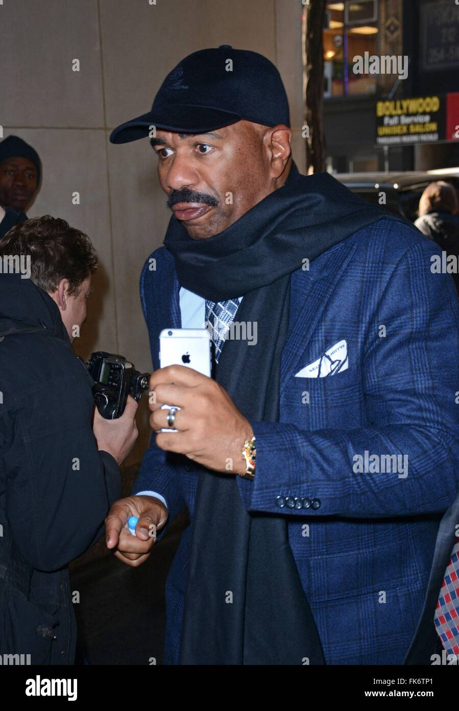 New York, USA. 07th Mar, 2016. Steve Harvey out and about for Celebrity Candids - MON, , New York, NY March 7, 2016. Stock Photo