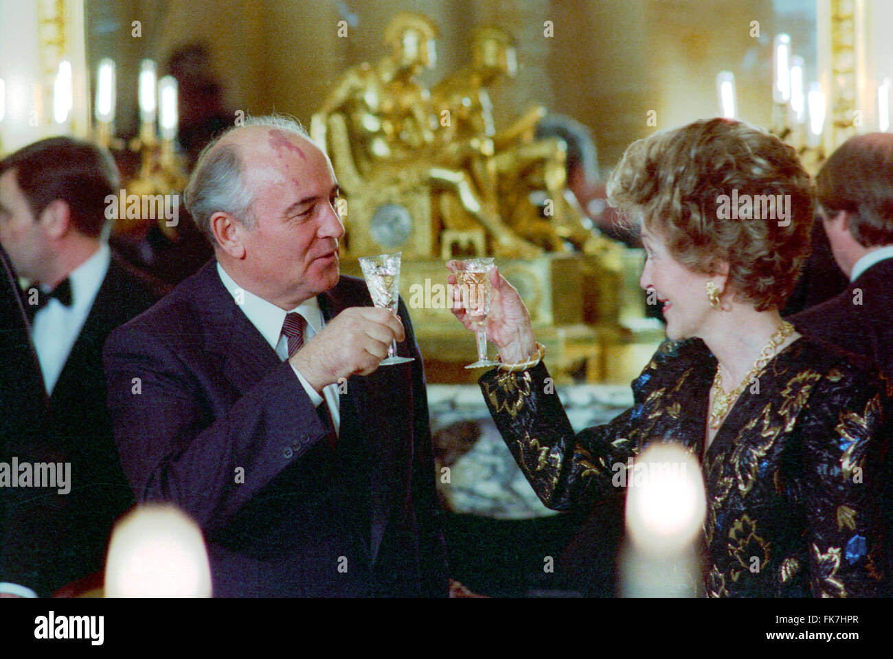 U.S. First Lady Nancy Reagan toasts with Soviet Union General Secretary Mikhail Gorbachev during a dinner at the - Stock Image