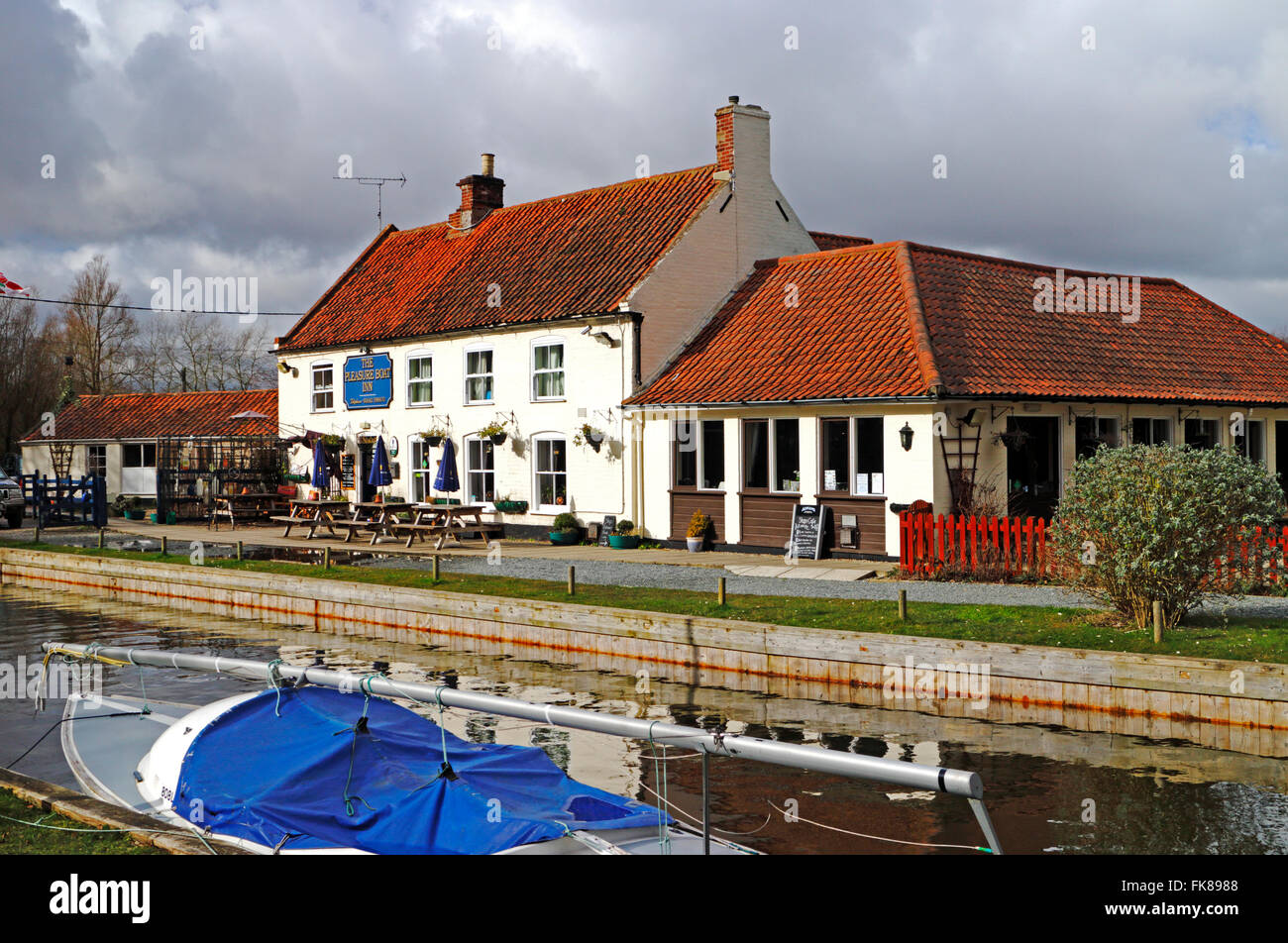A view of the Pleasure Boat Inn on the Norfolk Broads at Hickling, Norfolk, England, United Kingdom. - Stock Image