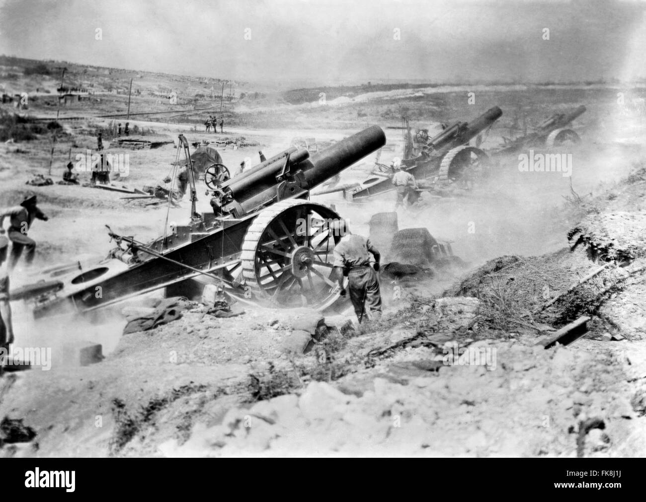 British 8 inch howitzers of 39th Siege Battery, Royal Garrison Artillery (RGA), firing on the Germans from the Fricourt - Stock Image