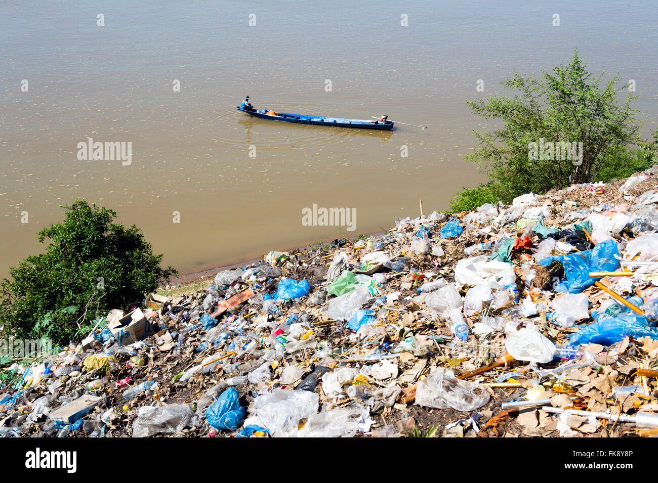 Asia. South-East Asia. Laos. Province of Khammouane. Thakhek. Pollution on the banks of the Mekong. - Stock Image