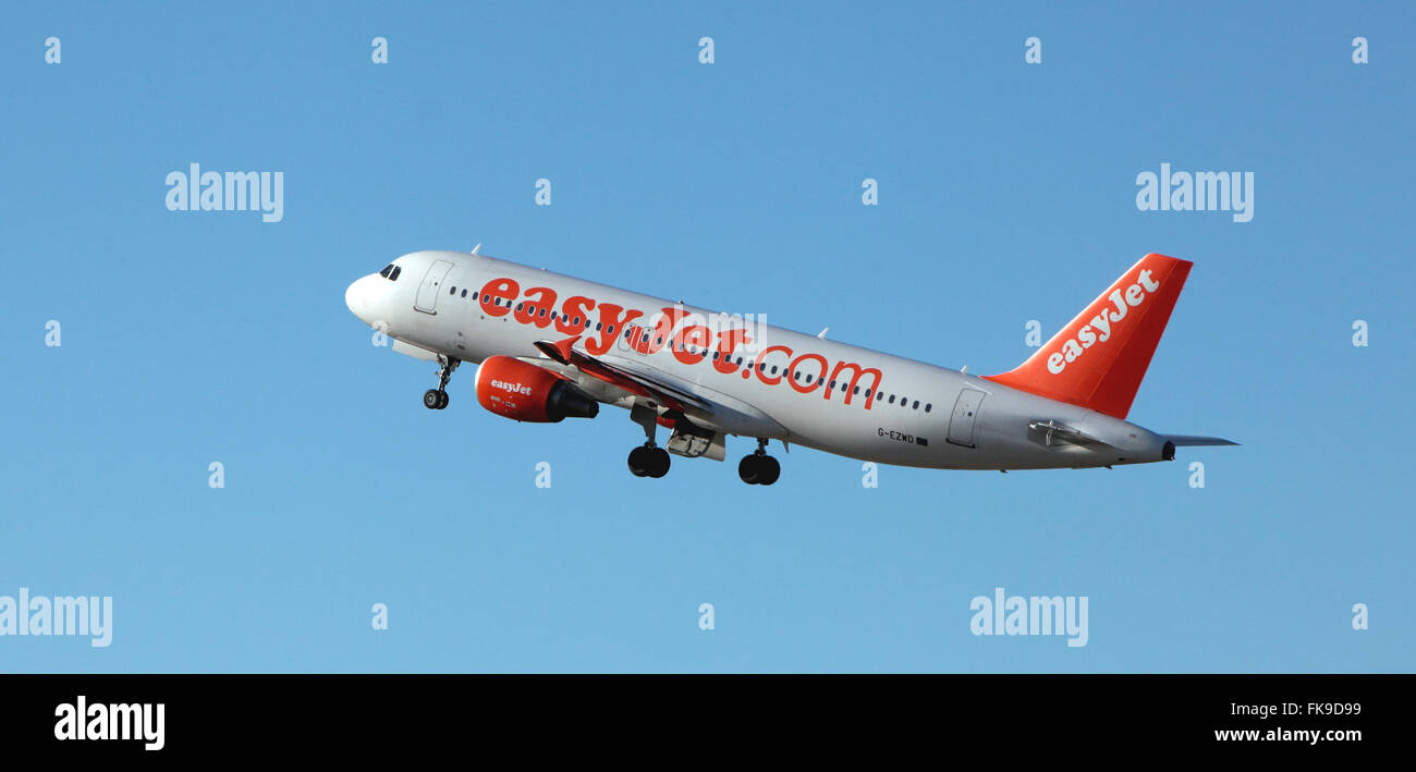 Easy Jet,G-EZWD Leaves Edinburgh Airport - Stock Image