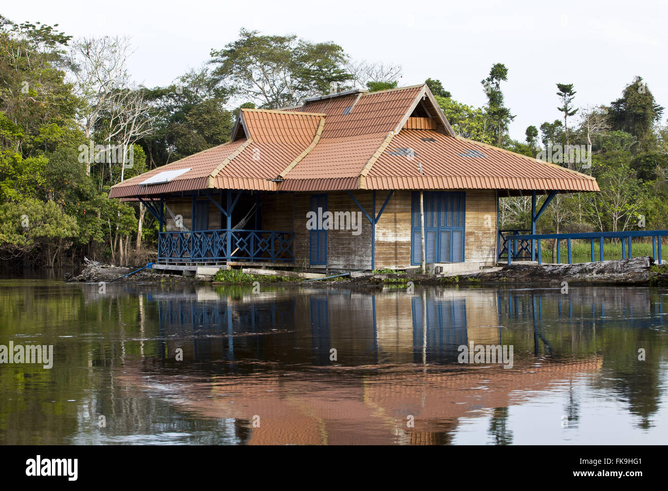 One of the floating base camp of the Institute for Sustainable Development Mamiraua - Stock Image