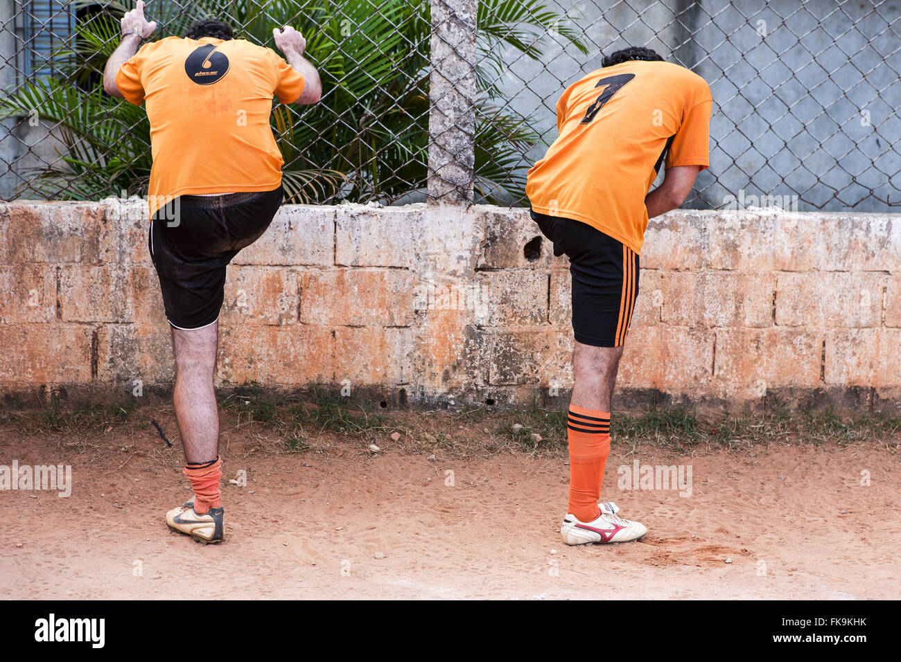 Soccer Players floodplain doing stretching - Lapa district - west - Stock Image