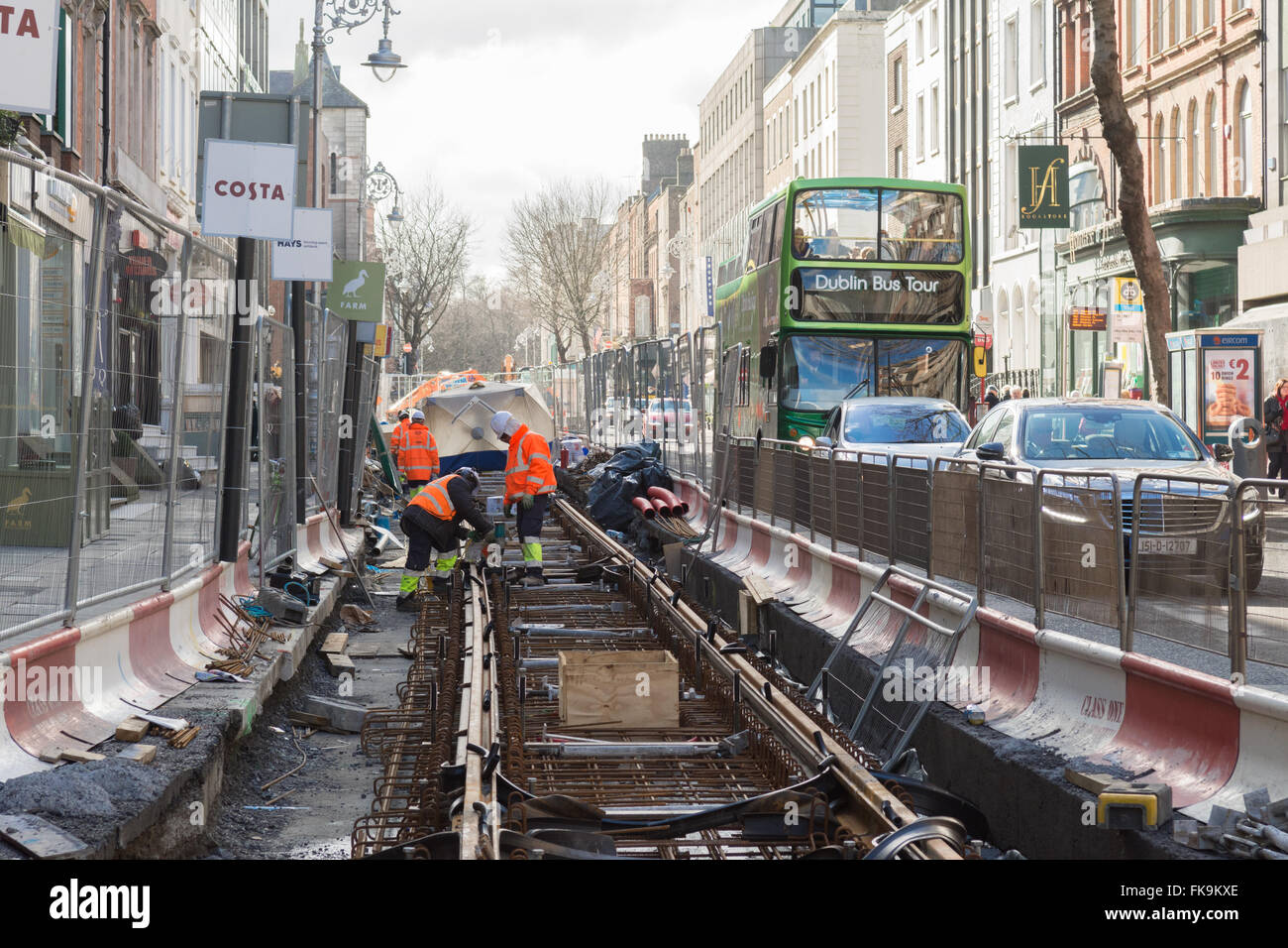 Construction workers building the extension to the Luas Green Line tram route along Dawson Street, Dublin, Ireland - Stock Image