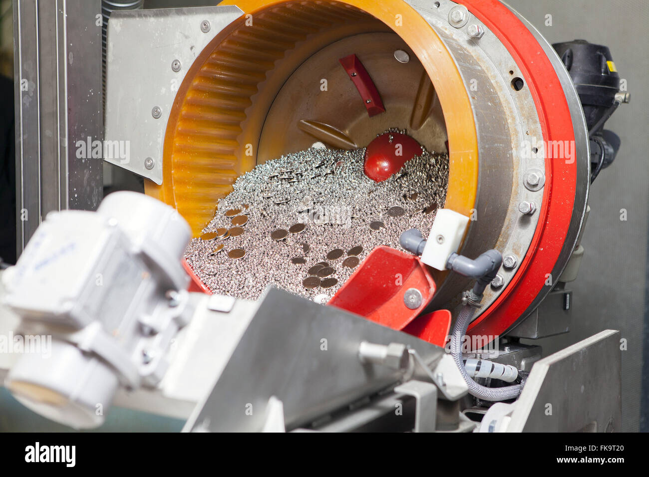 Currencies through the polishing process at the Mint - Stock Image