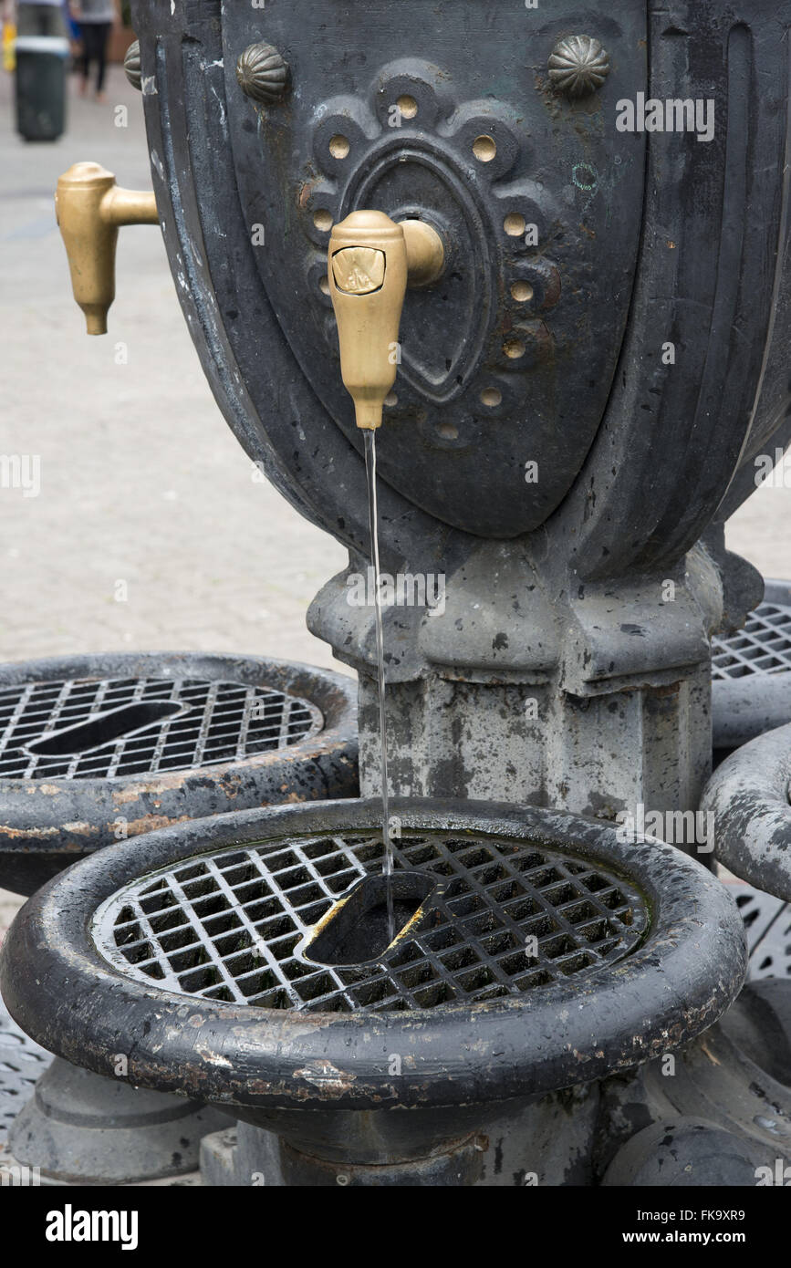 Bronze in drinking water supply in Ciudad Vieja - Stock Image
