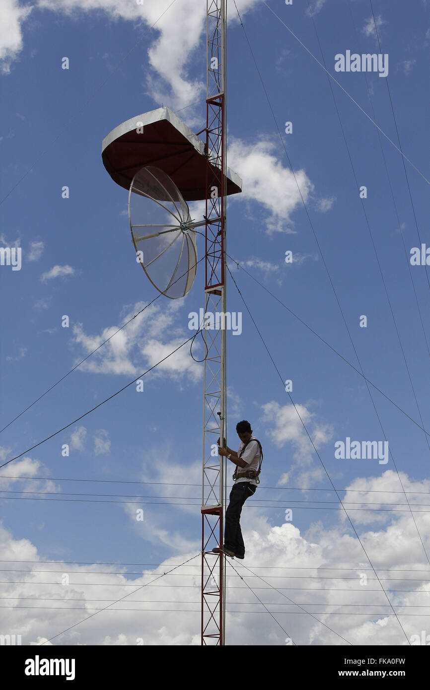 Installation of antenna repeater, cell phone signals in the district of Caribbean - Stock Image