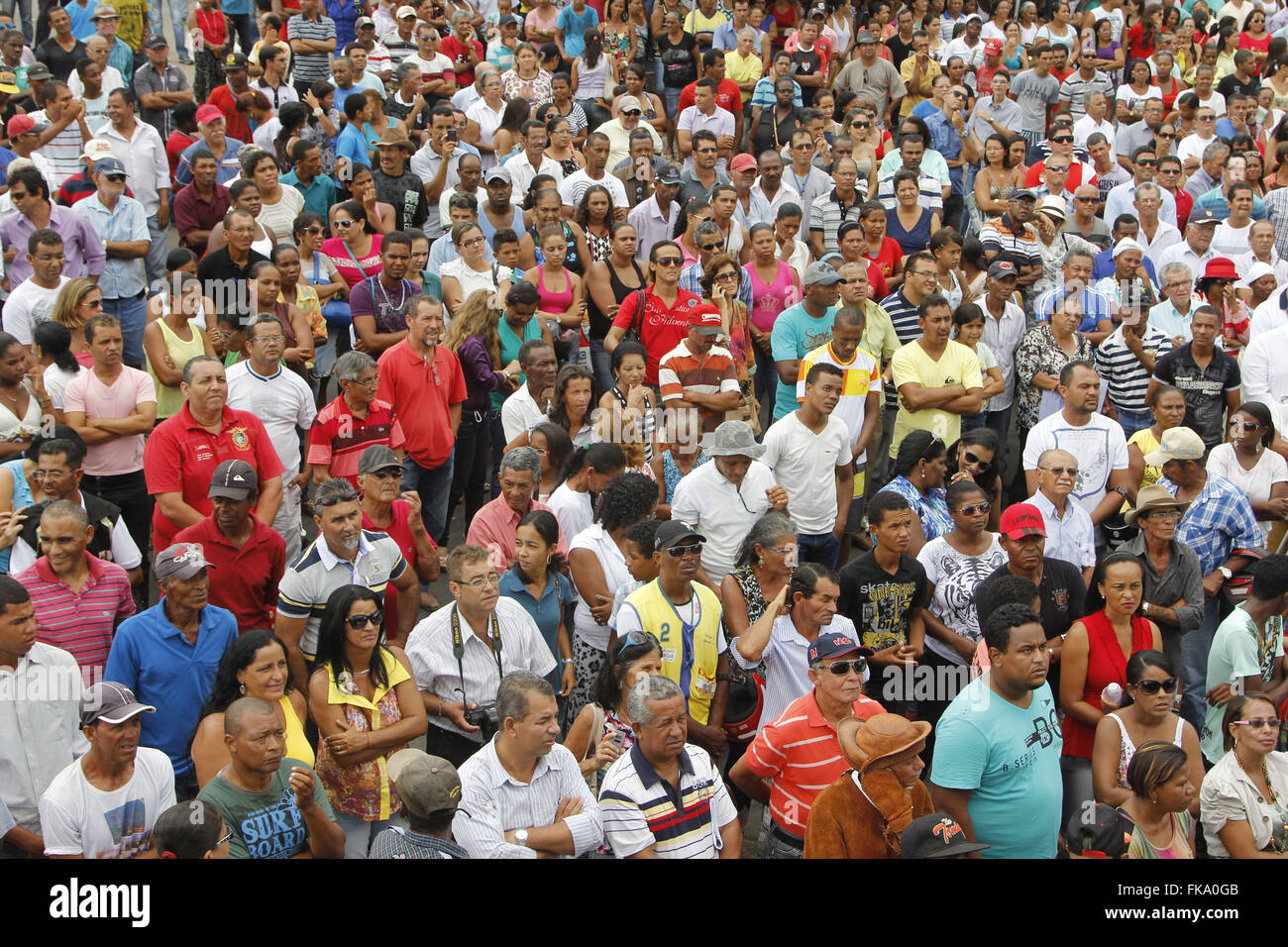 Public during the opening ceremony of the BA-046 highway linking the municipality Ruy Barbosa Stock Photo