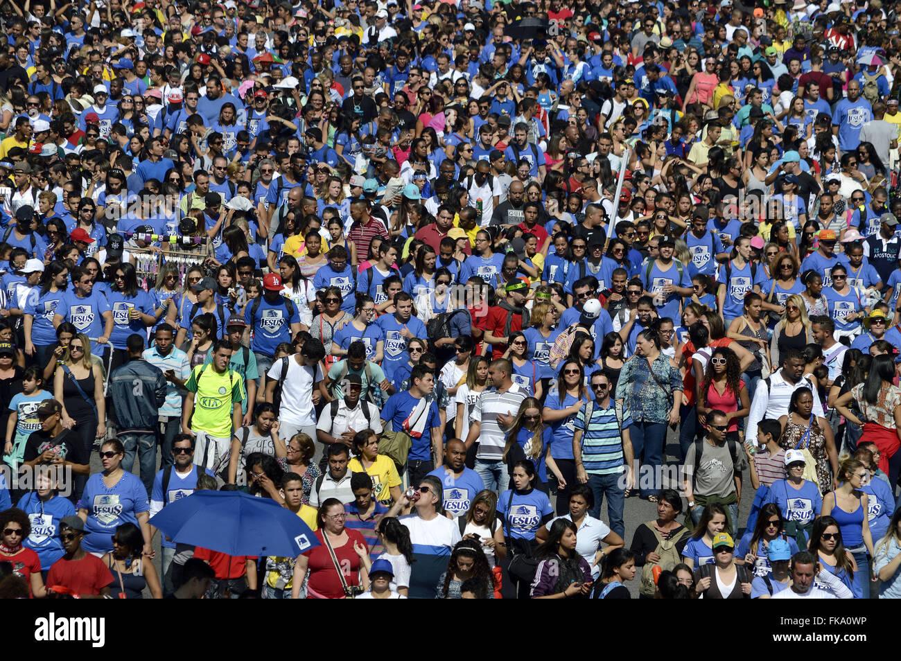 Multidão de evangélicos acompanha a 23ª Marcha para Jesus na Avenida Tiradentes - Stock Image