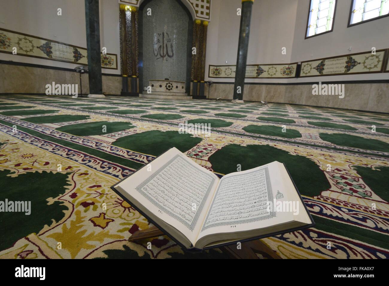 Vista interna da Mesquita do Brás com destaque para o alcorão - livro sagrado muçulmano - Stock Image