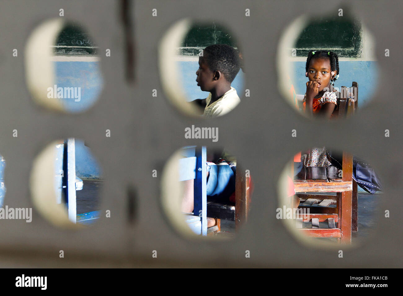 Students viewed through the perforated bricks Municipal School Councilman Manuel Domingos Pereira - Stock Image
