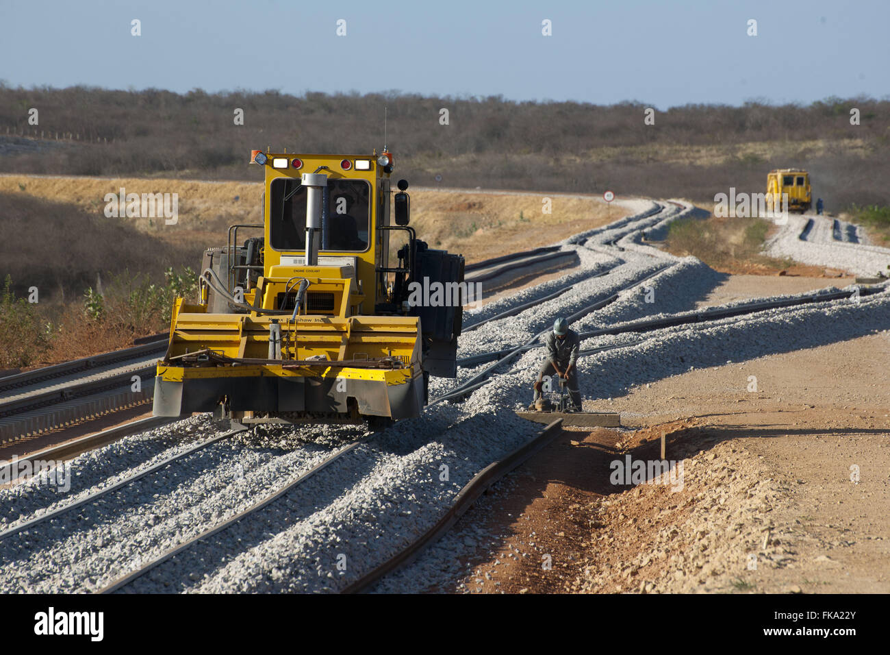 Machine that joins the gravel and even in the work of Railroad Transnordestina - Stock Image