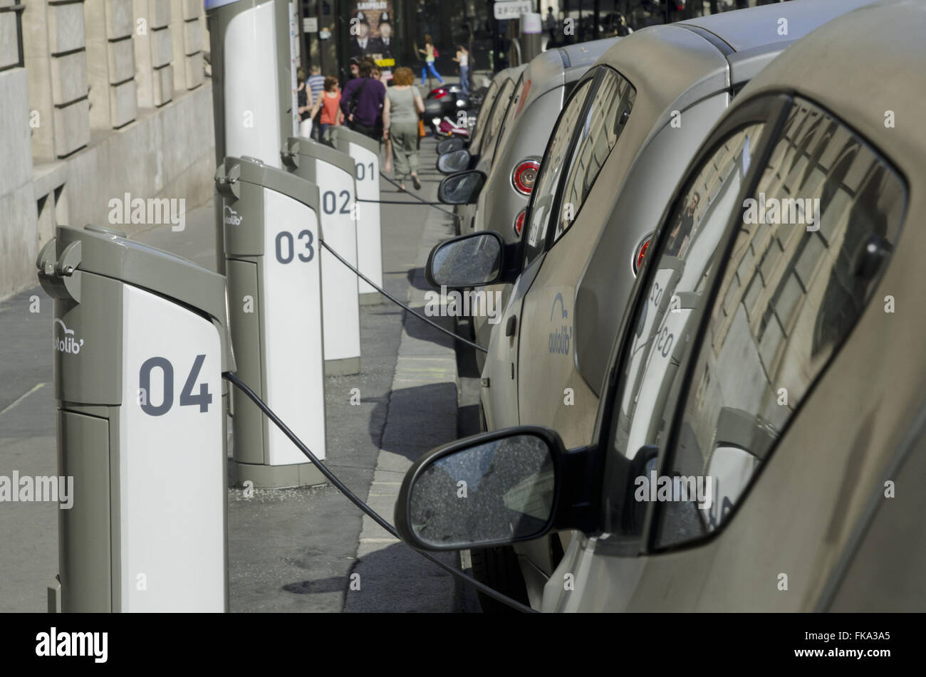 Electric cars for lease Shared Paris street - Stock Image