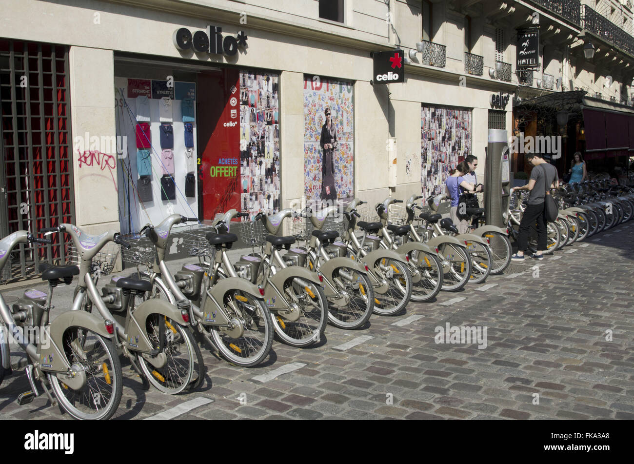 Bicycles for shared Lease in Paris street - Stock Image