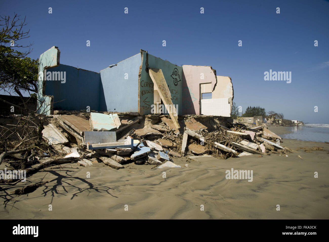 Vacation homes on the beach destroyed by the advancing sea on Long Island - Stock Image