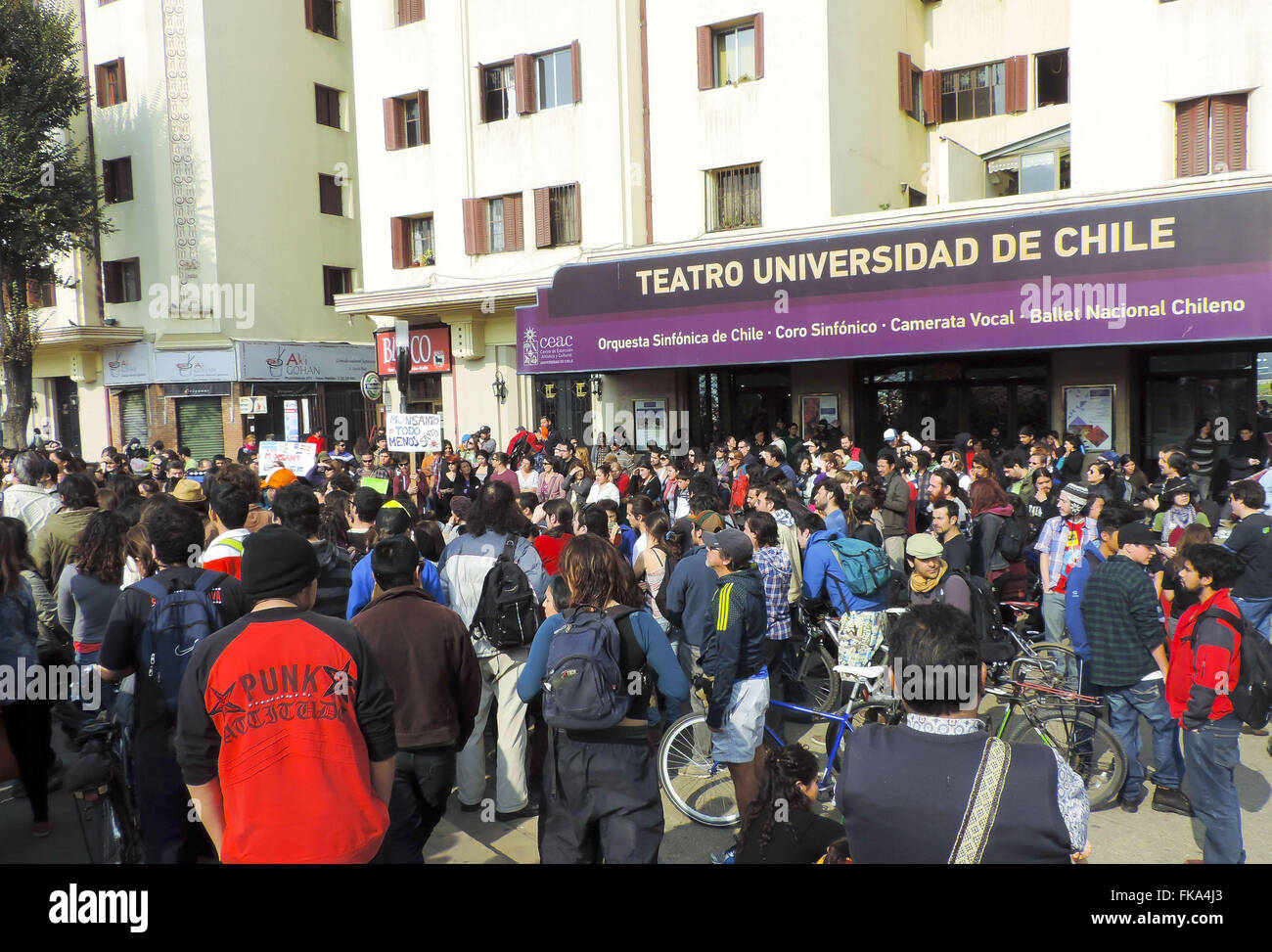 Demonstration against Monsanto transgenic seed and in front of the theater of the Universidad de Chile - Stock Image