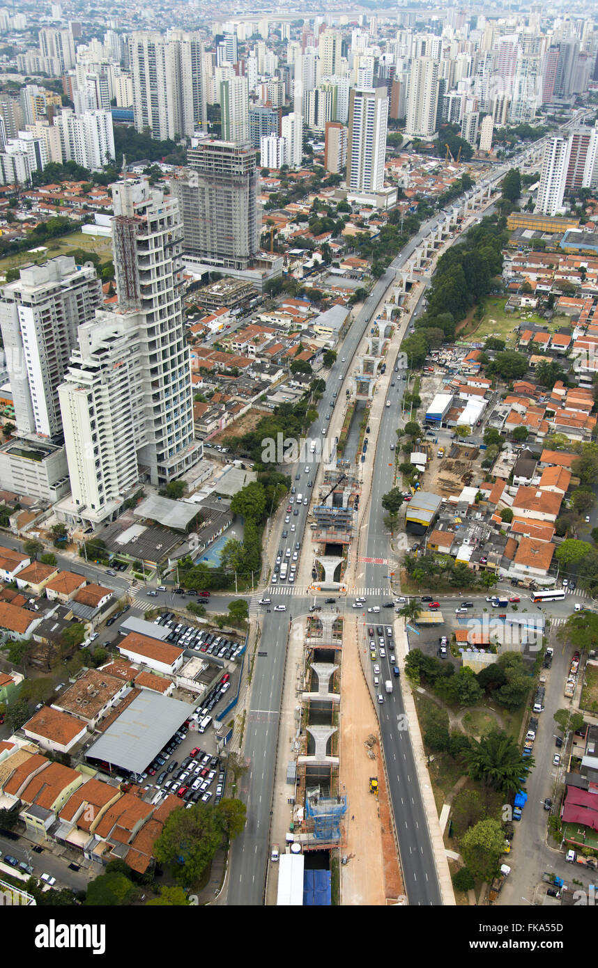 Aerial view of the construction work of the monorail line on the Avenue 17 Gold Journalist Roberto Marinho - Stock Image