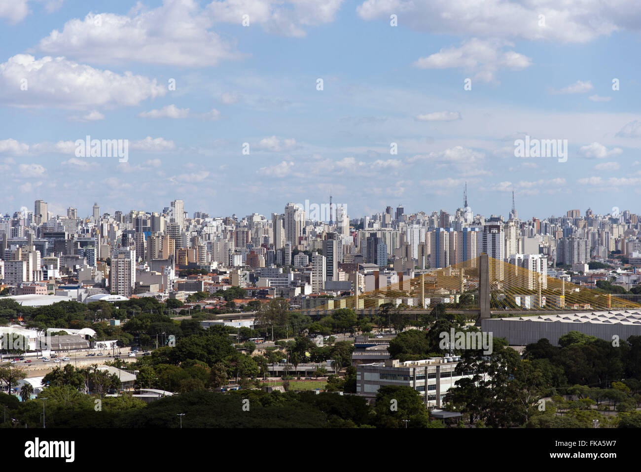 City center seen from the Champ de Mars and cable-stayed bridge Govenrador Orestes Quercia - Stock Image