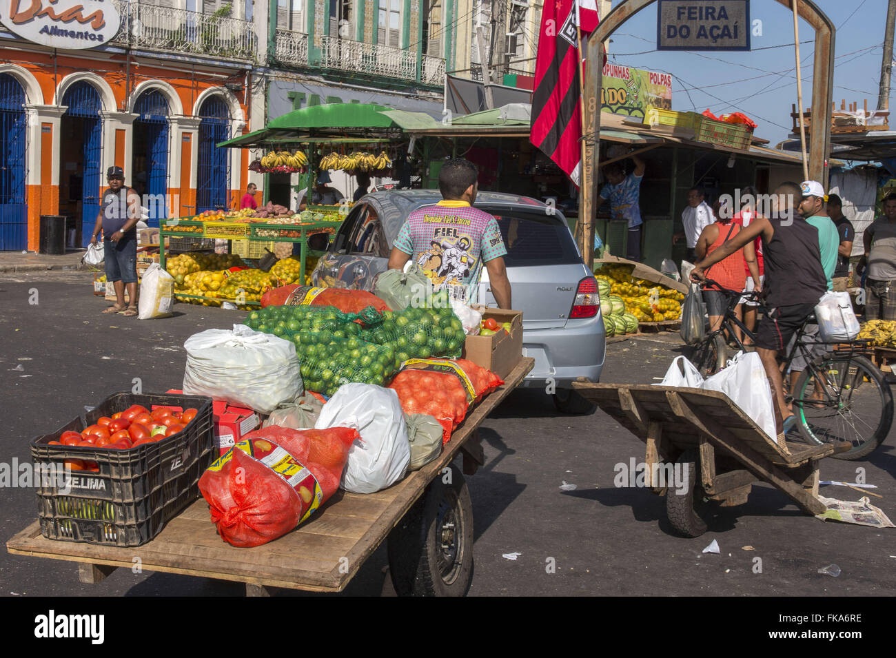 Charger with basket of fruit on Fair Acai - Stock Image