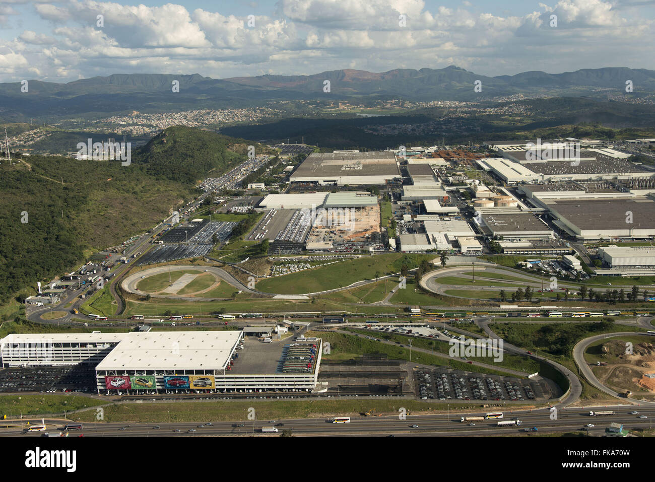 """Aerial view of the FIAT automobile plant in Fern""""o Dias highway BR-381 - Stock Image"""