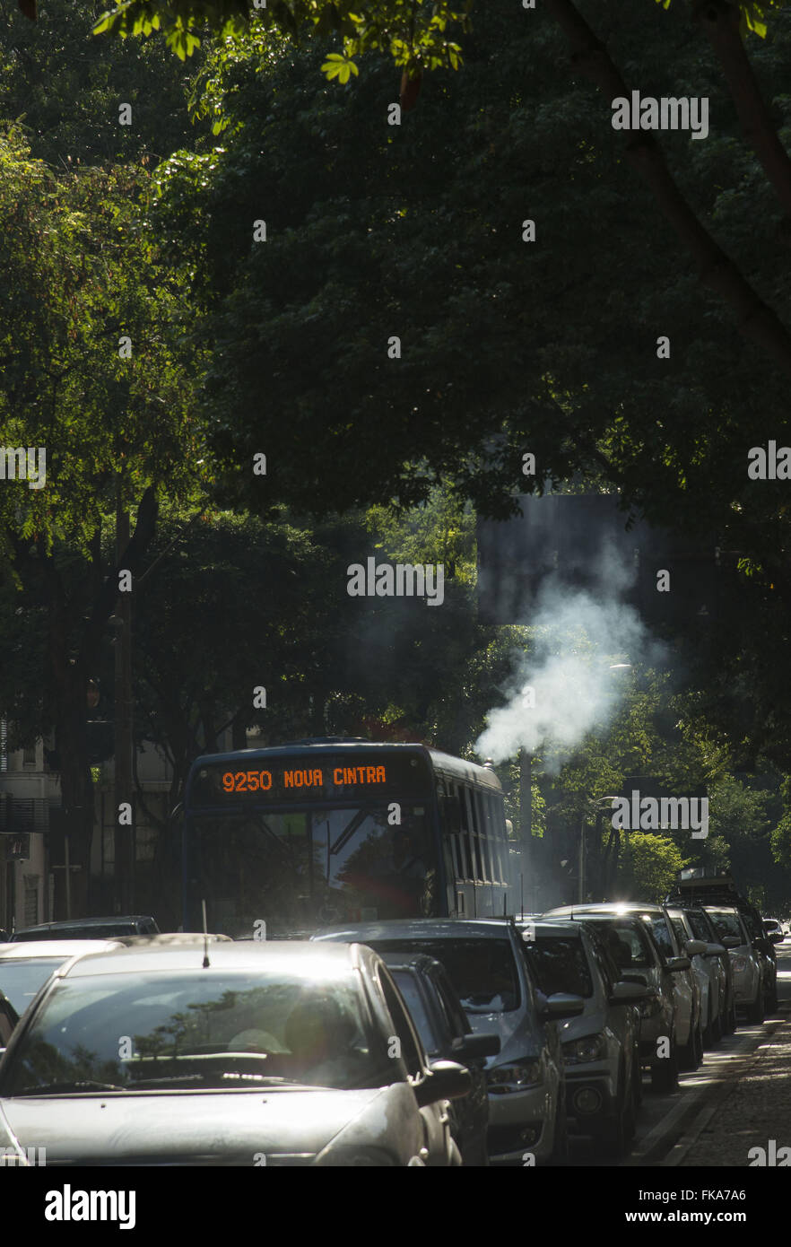 Bus fumes polluting the air at Avenida Christopher Columbus in the Savassi district - Stock Image
