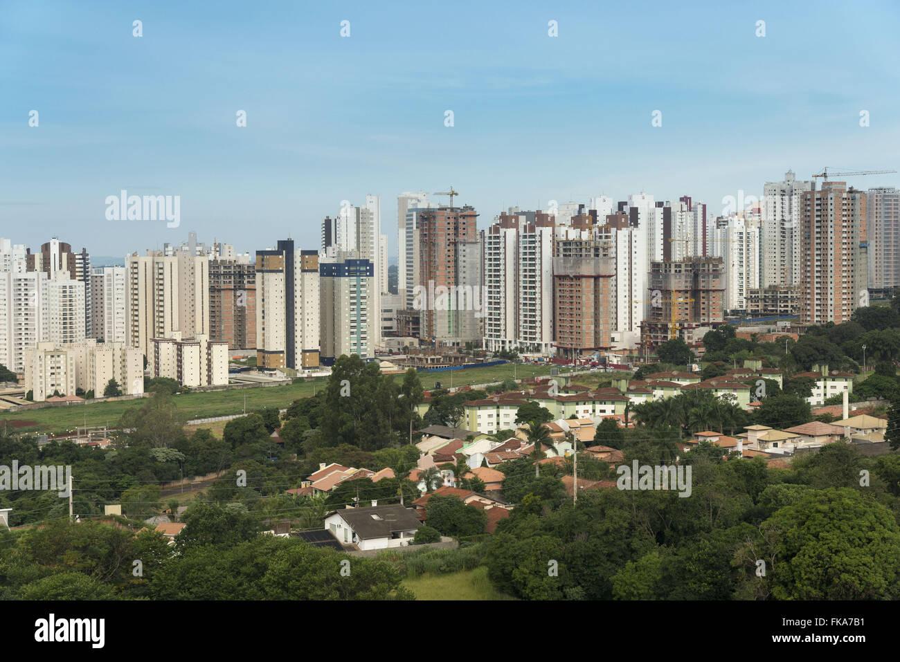 Edifícios em construção na Gleba Palhano - zona oeste da cidade Stock Photo