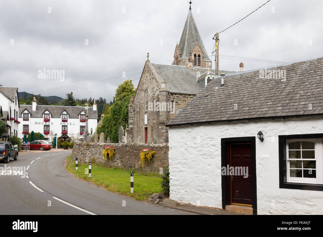 The village of Moulin just  outside the town of Pitclochry in Perthshire, Scotland. The Moulin Hotel in the village - Stock Image