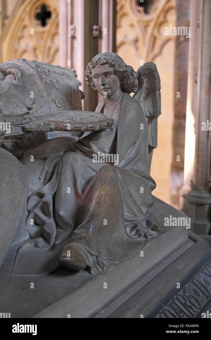 Sculpture of an angel at the ear of a bishop on a tomb, Angel Choir, Lincoln Cathedral, Lincoln, Lincolnshire, England, - Stock Image