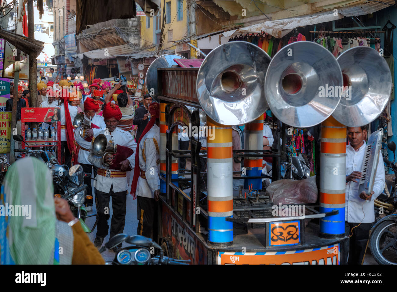 a Hindu wedding procession in Pushkar, Ajmer, Rajasthan, India, Asia - Stock Image