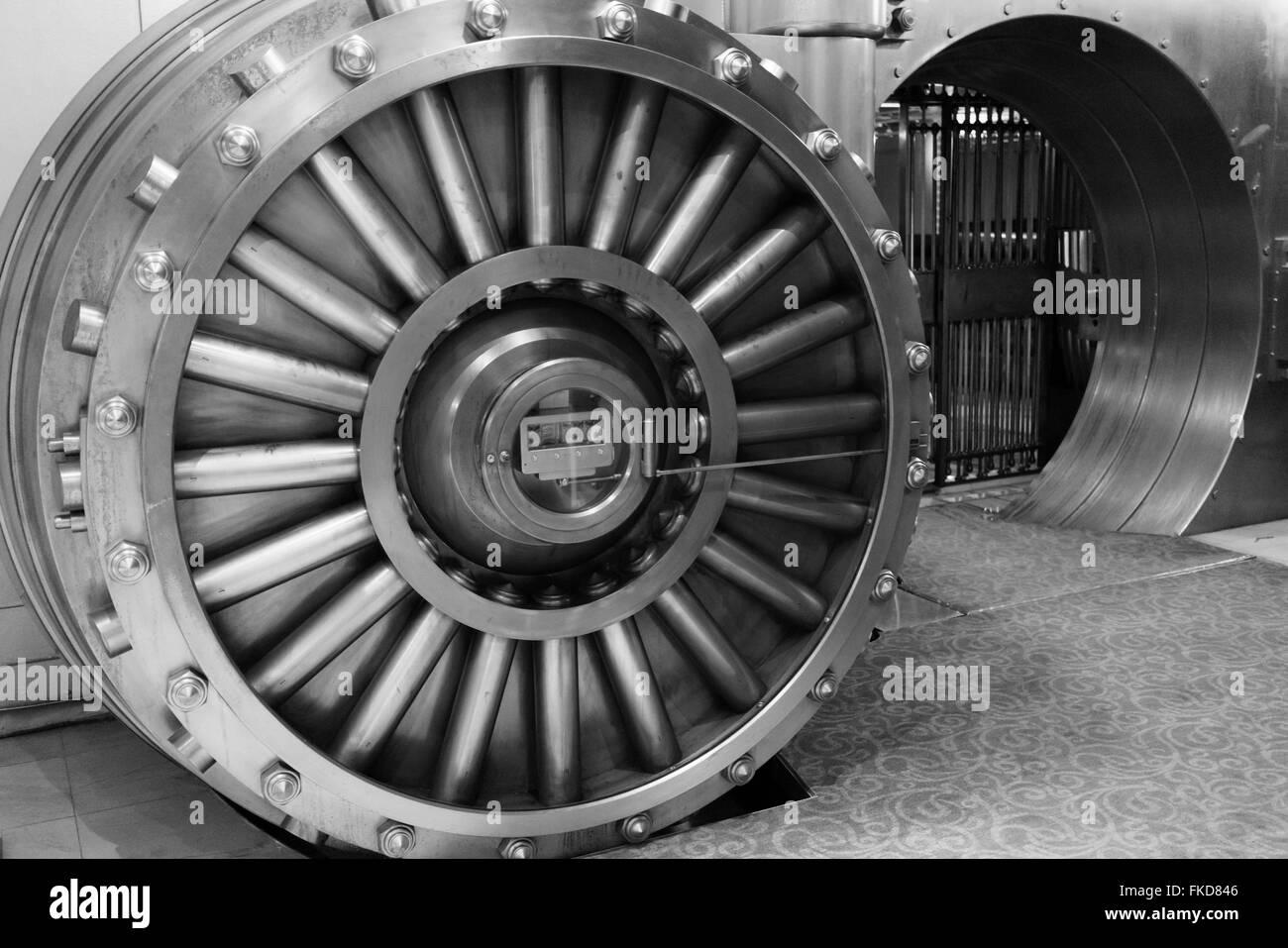 Bank vault with open door & grill - Stock Image