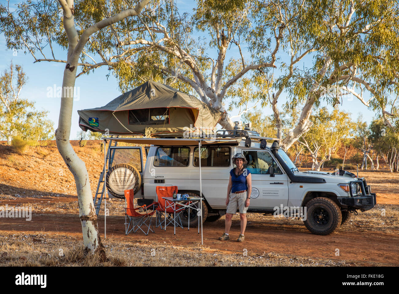 Wendy & the Troopy camping in the Outback, Western Australia - Stock Image