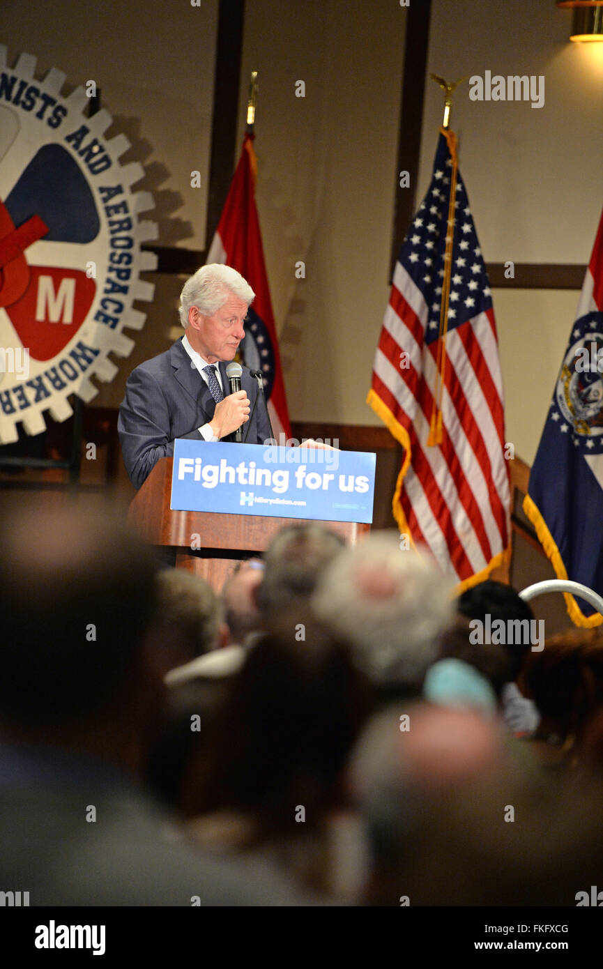 Bridgeton, Missouri, USA. 23rd Mar, 2010. Former president Bill Clinton speaks to supporters of wife and candidate - Stock Image