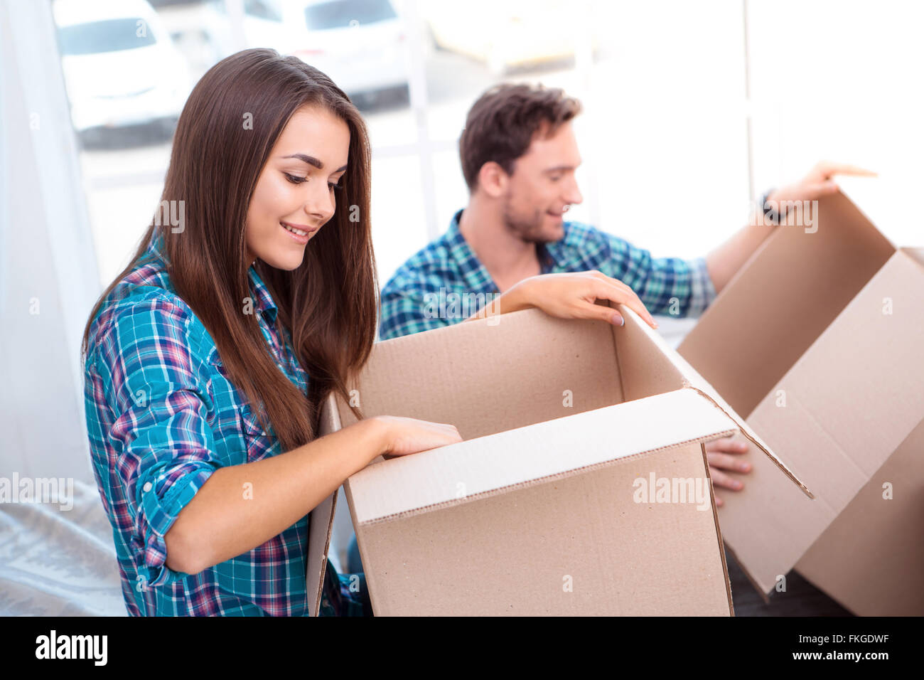Couple moving to new home - Stock Image