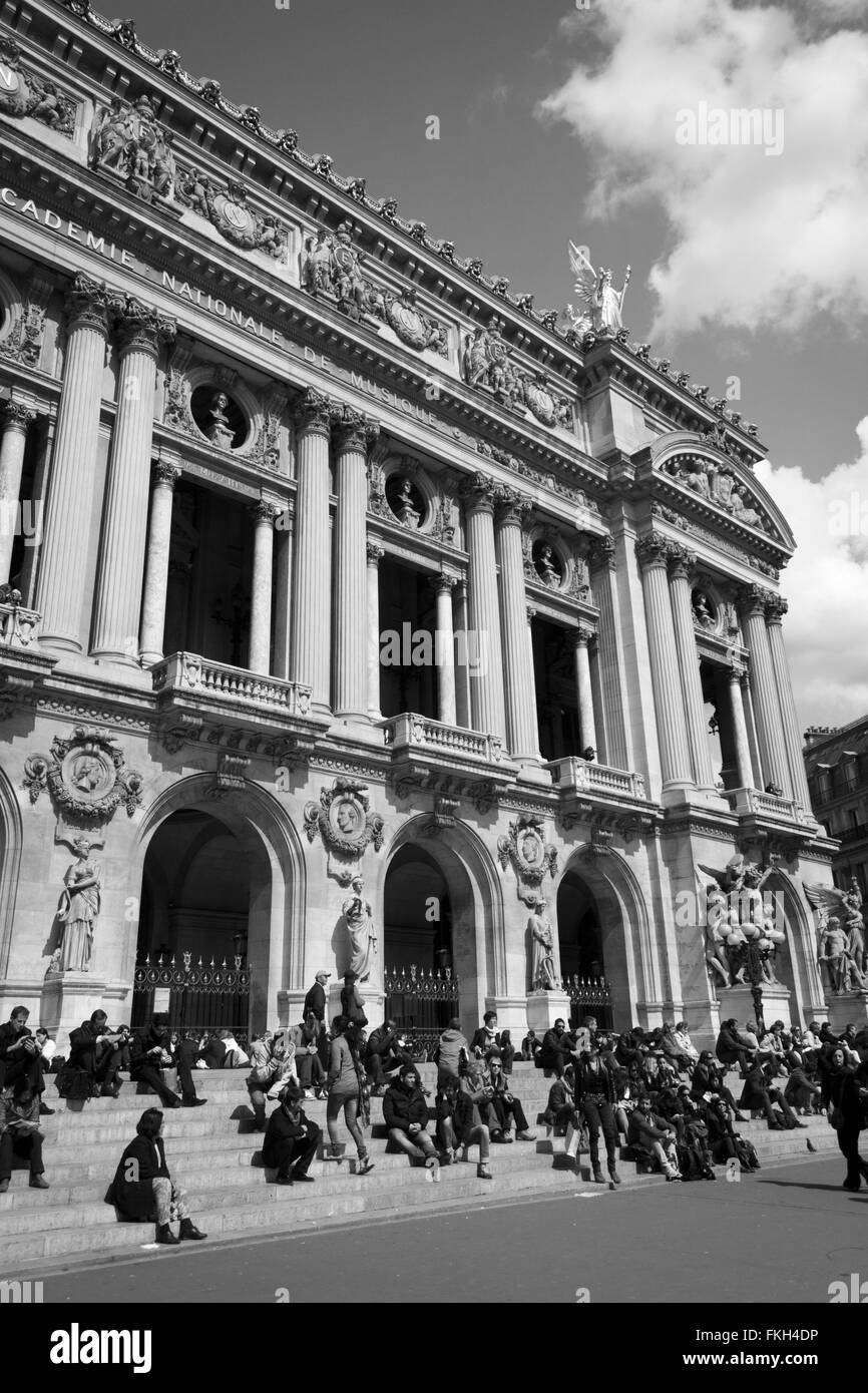 Parisians and tourists enjoying the sunshine in front of the Opera House in Paris, France. - Stock Image