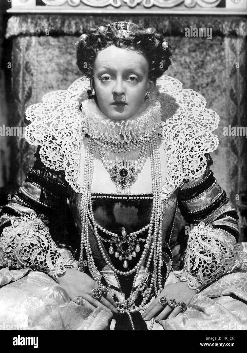 Portrait of Davis Bette in Private Lives of Elizabeth and Essex The _ - Stock Image