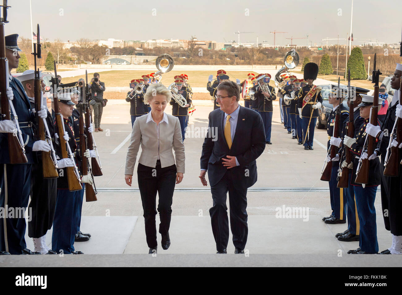 U.S Secretary of Defense Ash Carter welcomes German Minister of Defence Ursula von der Leyen with an honor cordon - Stock Image