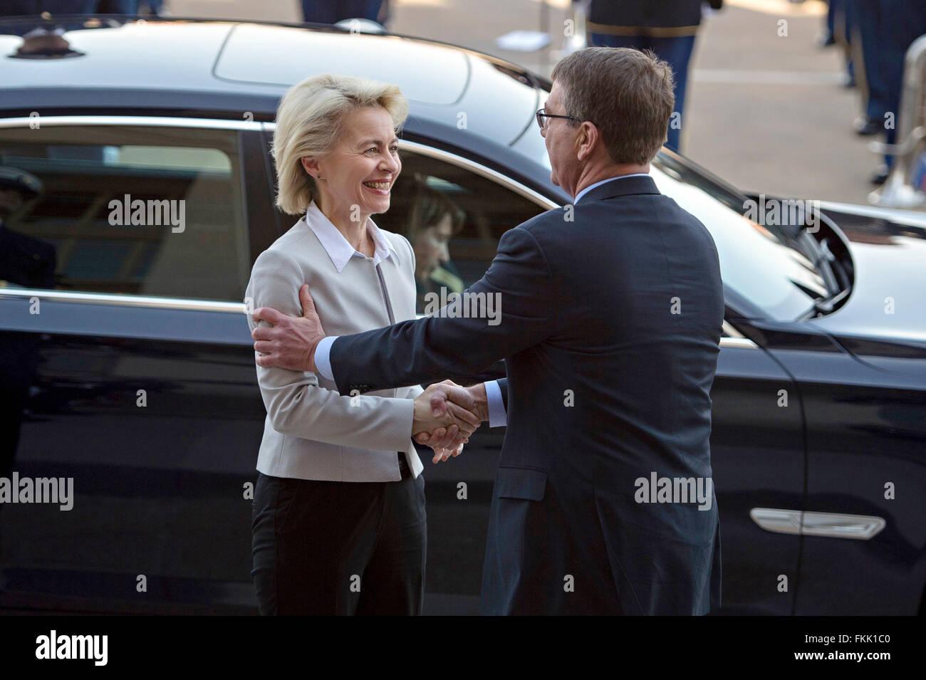 U.S Secretary of Defense Ash Carter welcomes German Minister of Defence Ursula von der Leyen on her arrival at the - Stock Image