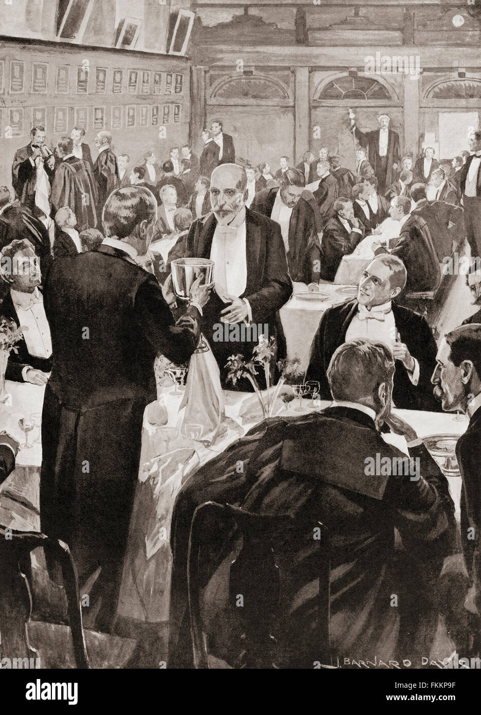 A 'Grand Night' toast at Gray's Inn, London, England.  The Benchers' table, said to have been a - Stock Image