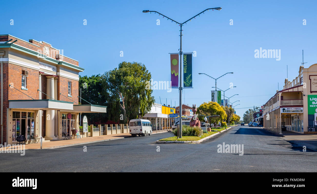 Australia, South West Queensland, Charleville, view of Wills Street with Town Hall - Stock Image
