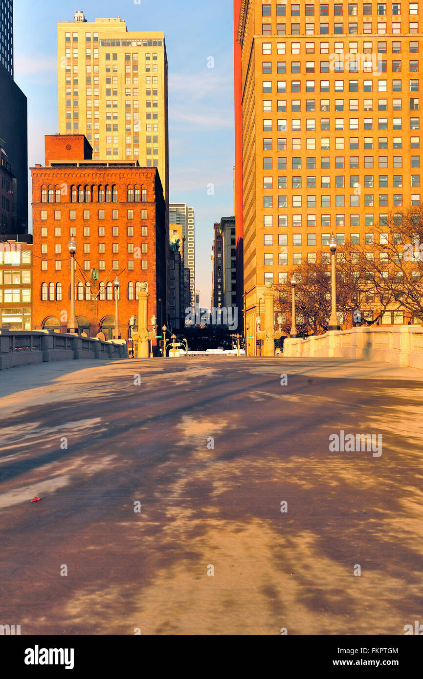 A pedestrian bridge links Grant Park with  venerable buildings along Michigan Avenue in Chicago's south Loop. - Stock Image