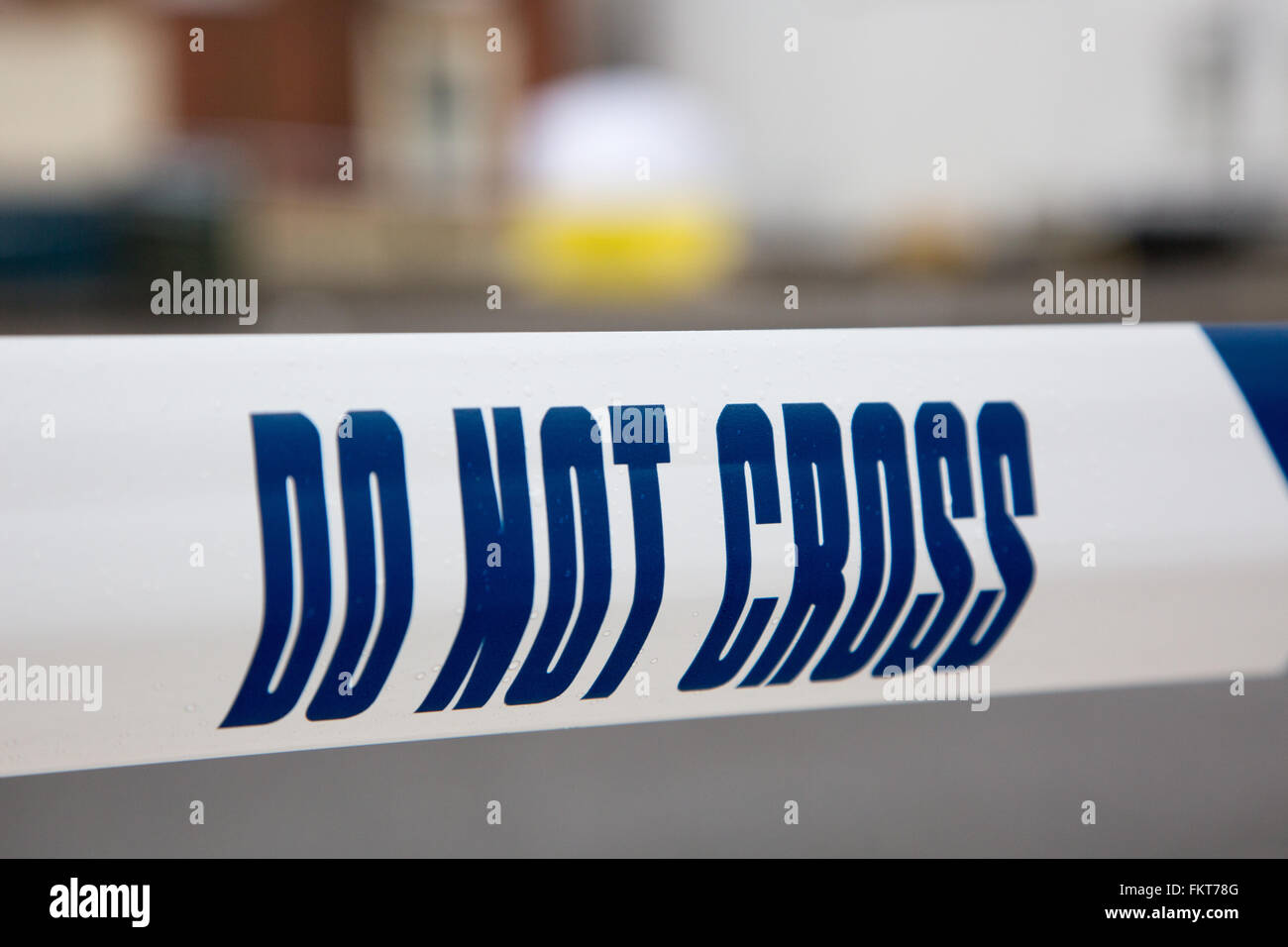 Police line surrounding an investigation into a crime - Stock Image