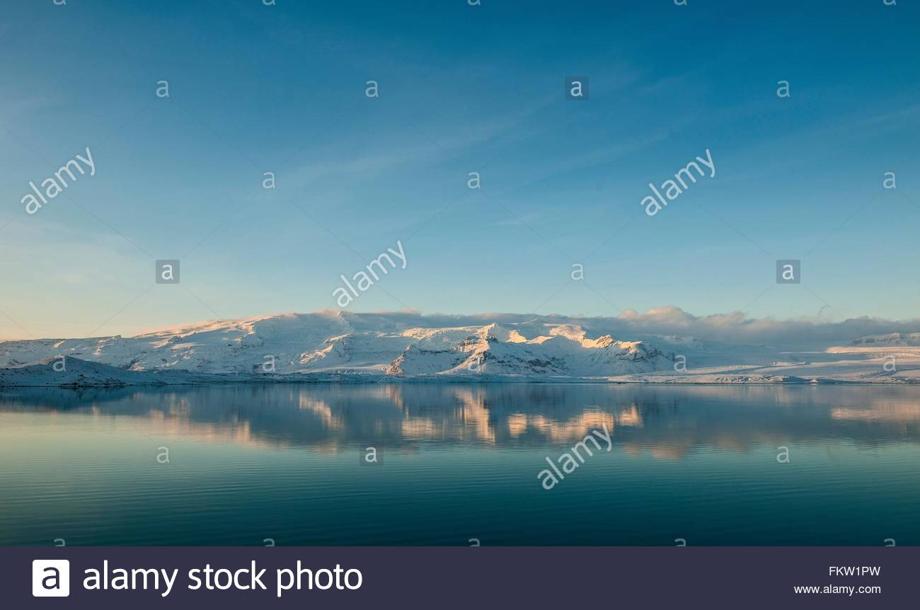 Snow covered landscape at midday in January at the glacier Lagoon Jokulsa Loni, East Iceland - Stock Image